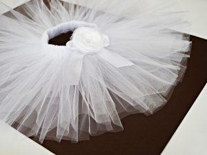 Бяло туту с красива роза