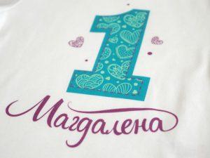 Боди за първи рожден ден с лилави сърца - детайл