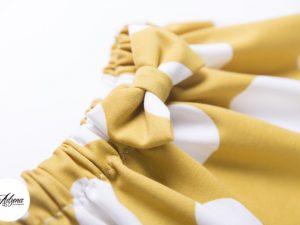 Пола на точки в жълто и бяло