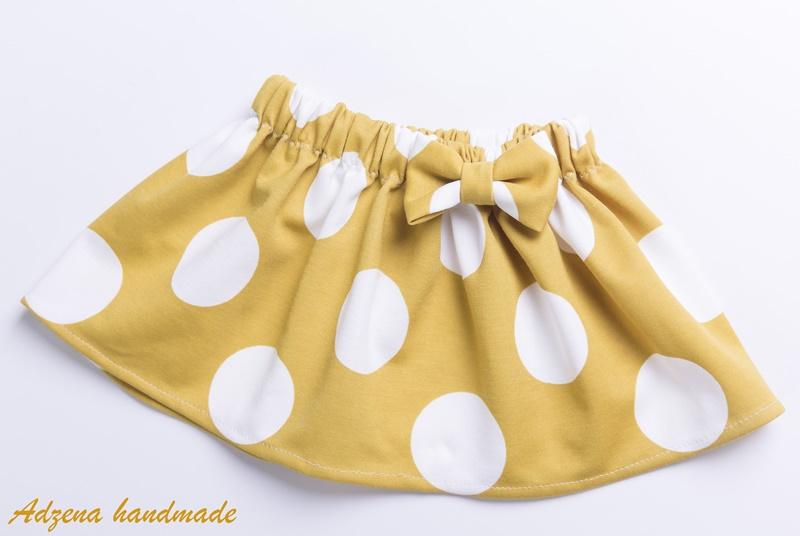 Детска пола на точки в цвят горчица