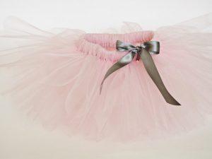 Бледо розова туту пола със сребърна пандела