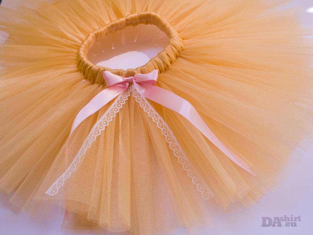 Златно туту с бледо розова панделка и дантела