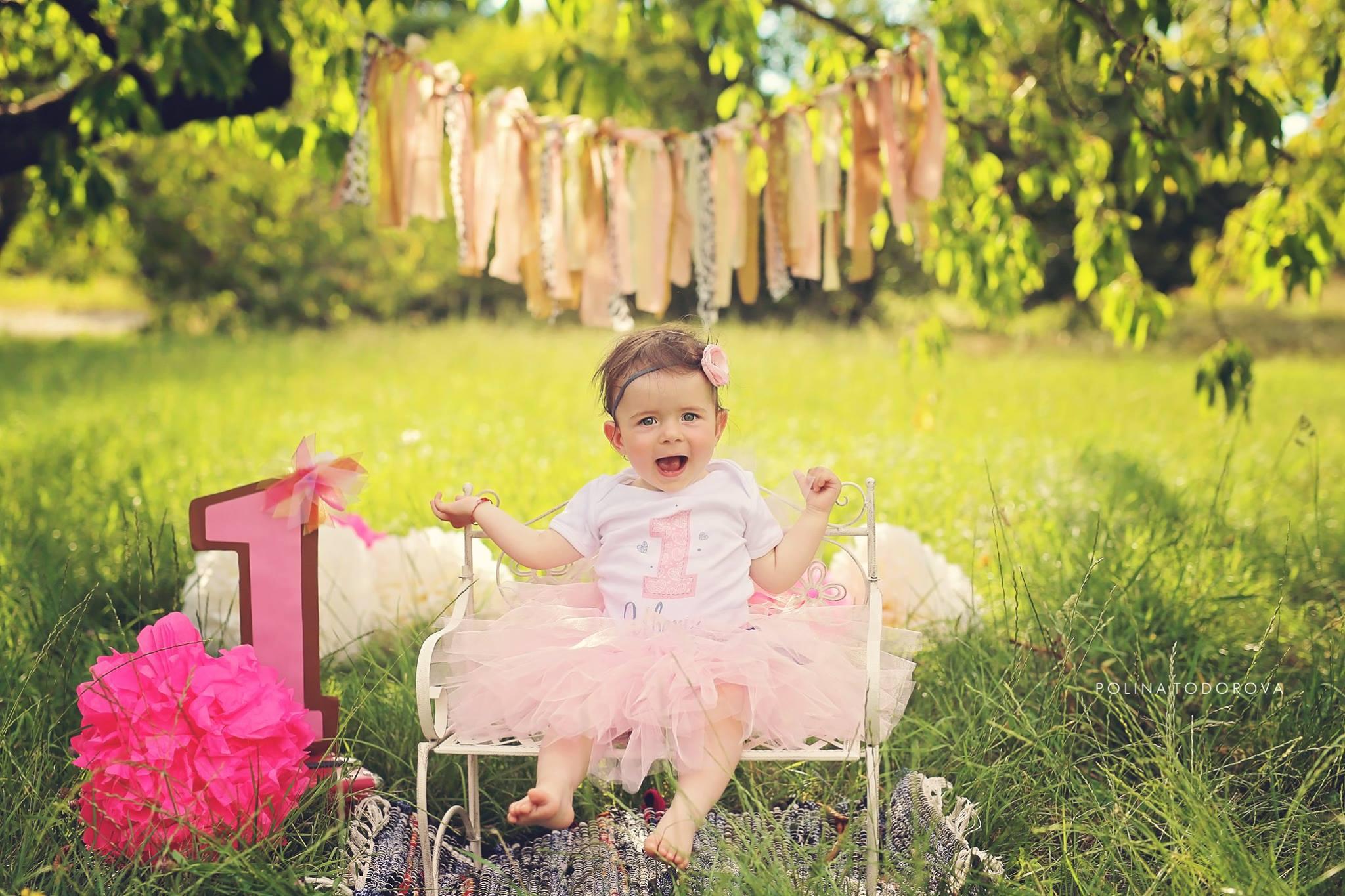 Сладката Ивон е с персонализиран туту комплект Розови Сърца