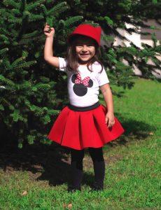 Червена пола от неопрен и блузка с мини маус