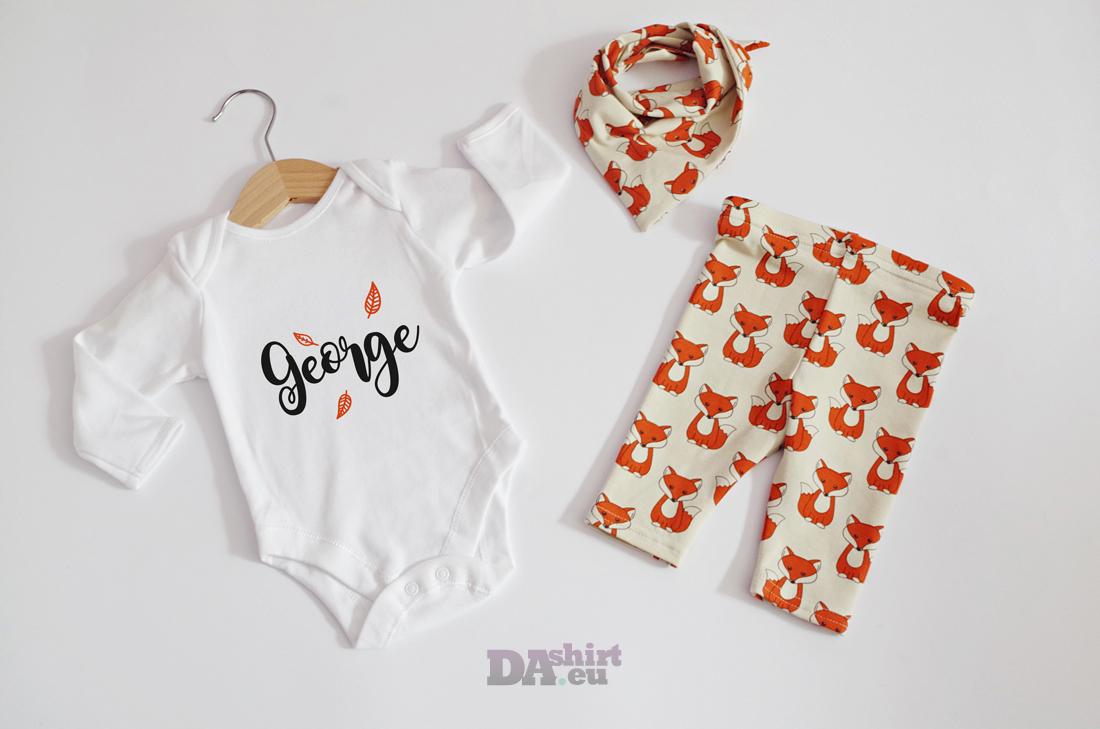 Бебешко боди и панталонки с името на детето и лисички