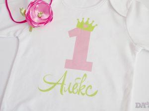 Блузка с име първи рожден ден в цвят Дъвка