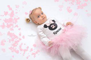 Крисия облечена с туту комплект мини маус в бледо розово