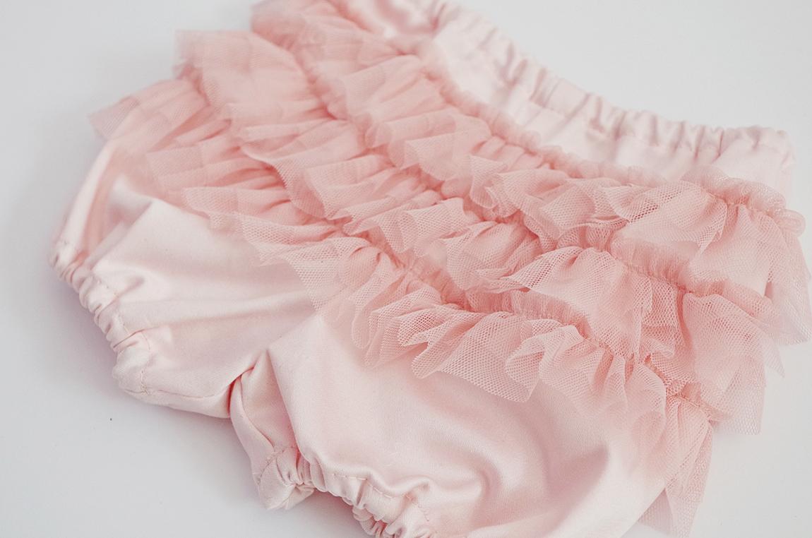 Гащички от сатениран памук с къдрички от мек тюл