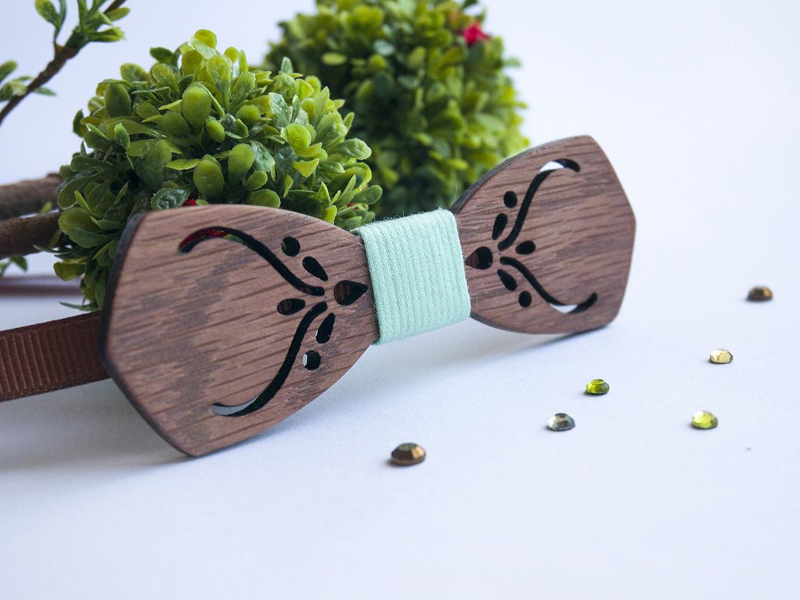 Детска дървена папионка в цвят мента