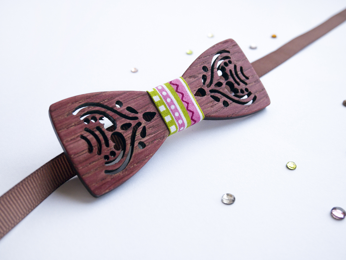 Персонализирана дървена папионка в цвят махагон