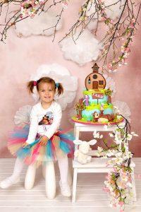 Габи с комплект за трети рожден ден Маша