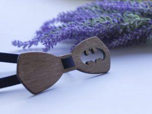 батман папийонка от дърво персонализирана с име