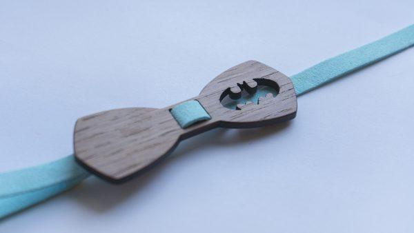 детска дървена папийонка батман с името на детето