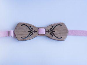Дървена дамска папийонка персонализирана с име