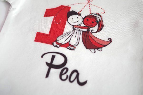 блузка мартеничка с пижу и пенда и името на детето