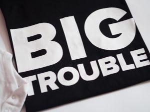 блузка за татко с надпис big trouble