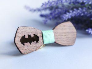 детска папионка с батман изработена от дърво