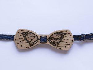 дамска дървена папионка с пеперуда за смели дами
