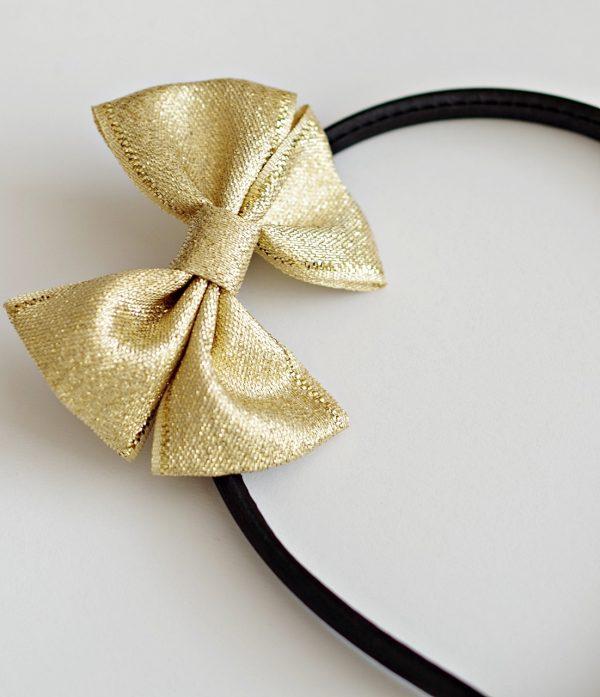 аксесоар за коса със златна панделка