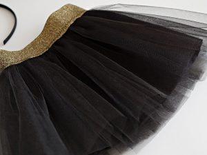 Черна пола със златен колан